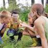 Când cei mici se joacă cu natura...